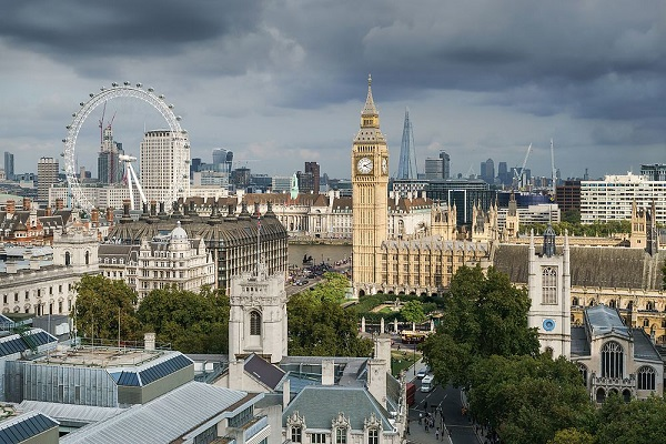 Palace_of_Westminster_from_the_dome_on_Methodist_Central_Hall - 복사본.jpg