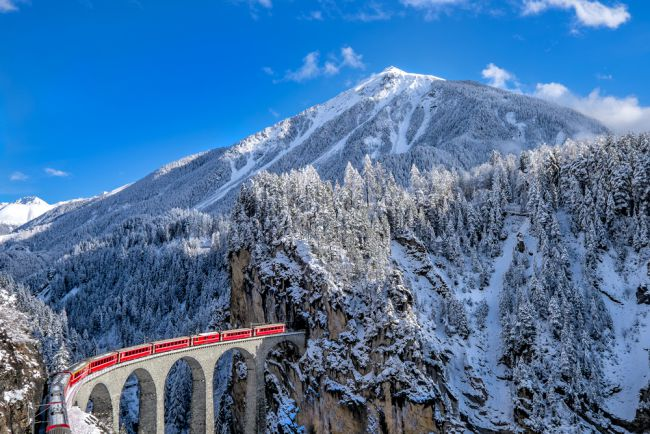 Swiss-scenic-trains-Glacier-Express-on-viaduct-in-winter.jpg