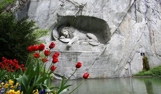 Lion-Monument.jpg