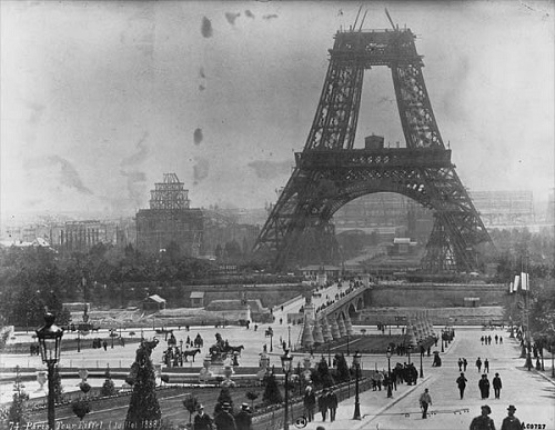 Tour_Eiffel,_July_1888.jpg