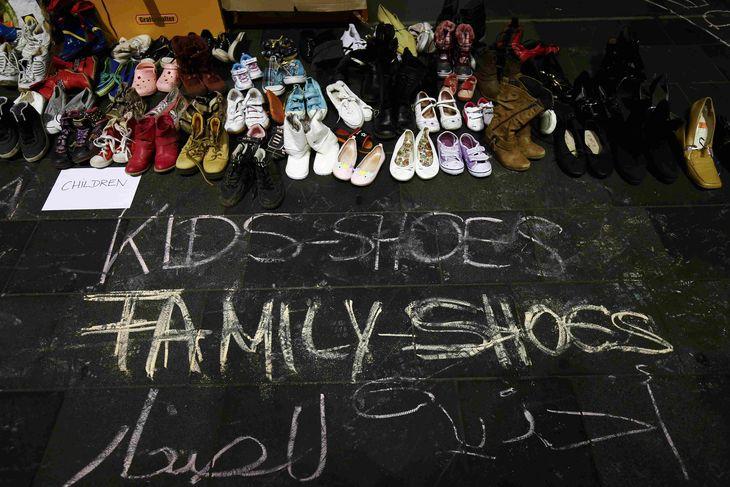 4747345_6_8d48_des-chaussures-mises-a-disposition-des_fcc8f9af95663bca66b793c4f4b349aa.jpg