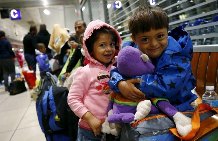 4747342_6_deb6_des-enfants-syriens-a-leur-arrivee-a-la-gare_0daccb9e4fe3069216e4825a7c7e5d83.jpg