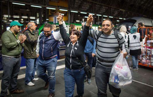 4747307_6_e95c_des-migrants-a-leur-arrivee-a-francfort_faa0ace0b73c1a8d70b796910f0cf68a.jpg