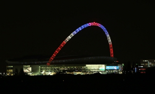 크기변환_The-arch-of-Wembley-Stadium-London-is-lit-in-the-colours-of-the-Union-flag.jpg