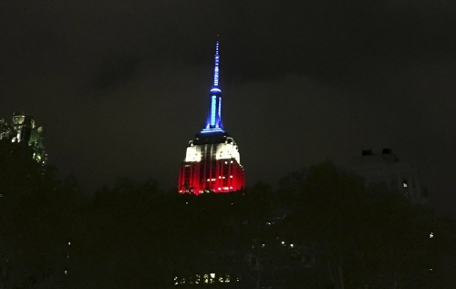 크기변환_The-Empire-State-Building-is-lit-up-in-the-patriotic-colors.jpg