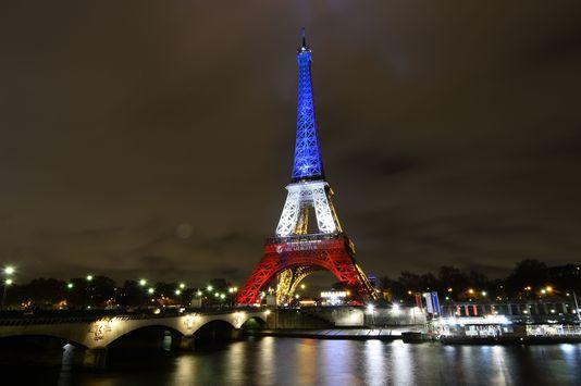 la-tour-eiffel-aux-couleurs-du-drapeau.jpg