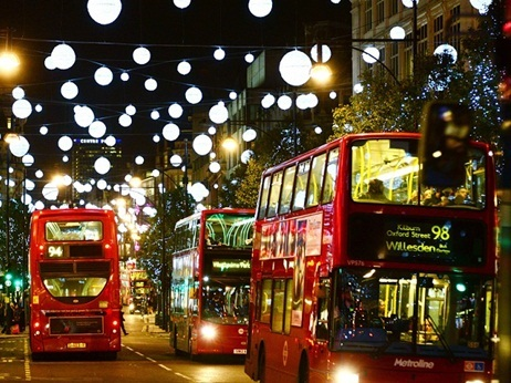 20373_Christmas-lights---streets-with-buses - 복사본.jpg
