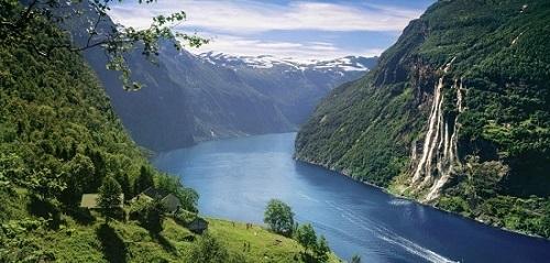 unesco-geirangerfjord-skagefla-waterfall_bd5e3234-a7f8-4616-a6cf-ed8a4a1fab9e.jpg