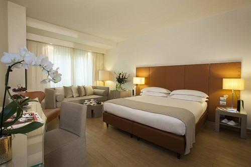 starhotels_michelangelo_fi_junior_suite%20(3)_a0743716f4f0be686e7ab7ce9ff952fa.jpg