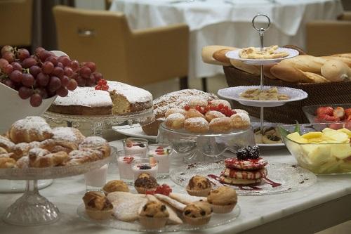 starhotels_michelangelo_fi_buffet_breakfast%20(2)_a0743716f4f0be686e7ab7ce9ff952fa.jpg